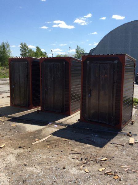 Туалет уличный металлический с утеплением.
